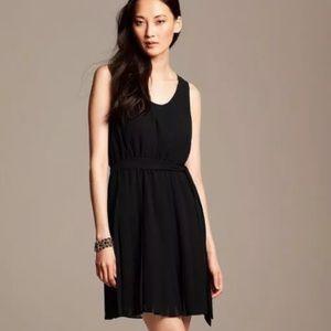BANANA REPUBLIC Black Pleated Dress 4P NWT